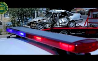 Фоторепортаж: Наманганда марказий кўчалар бўйлаб автоҳалокатга учраган автомобиллар айлантирилди