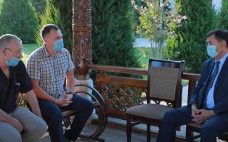 Эркинжон Турдимов Самарқандга ташриф буюрган 4 нафар россиялик шифокор билан учрашди (видео)