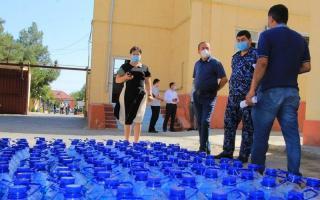 Ўзбекистон тумани ҳокимлиги мактабларга 1000 литр антисептик воситалар етказиб берди (фото)