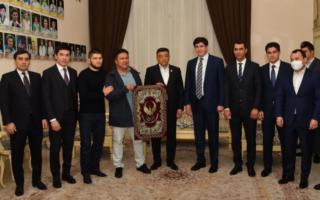Ҳабиб Нурмагомедов Миллий олимпия қўмитасига борди (фото)