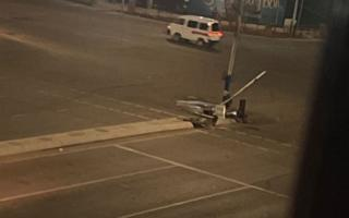 Видео: Олмазорда «Matiz» светoфорга бориб урилди