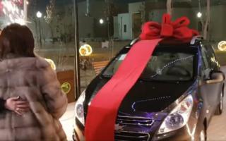 Хонанда Дилсўз онасининг туғилган кунига «Spark» совға қилди – видео