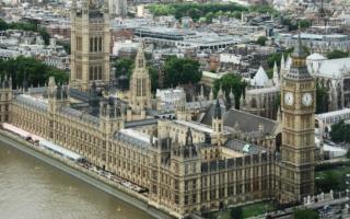Лондондаги парламент биноси ёниб кетди — видео