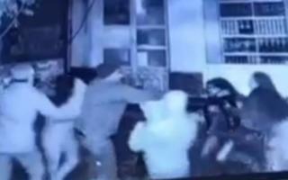 Тошкентда қизлар ИИБ ходимини калтаклаб, кийимини йиртгани айтилган хабар юзасидан маълумот берилди — видео