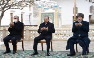 Президент Баҳоуддин Нақшбанд мақбарасини зиёрат қилди — фото