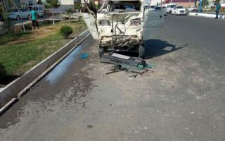 Андижонда «Labo» «ГАЗ-53» автомобилига урилиши оқибатида ЙТҲ содир бўлди – фото